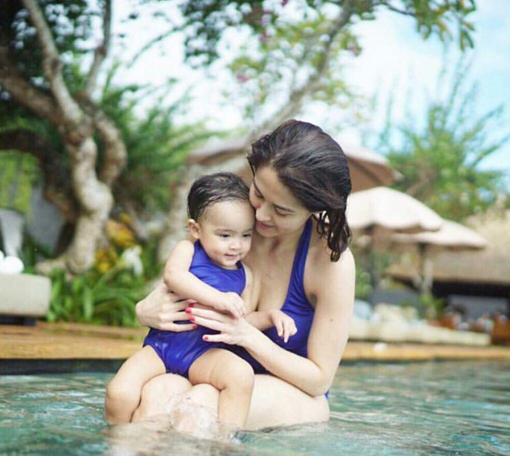 Nữ thần Philippines nóng bỏng trong bộ ảnh bikini do chồng chụp
