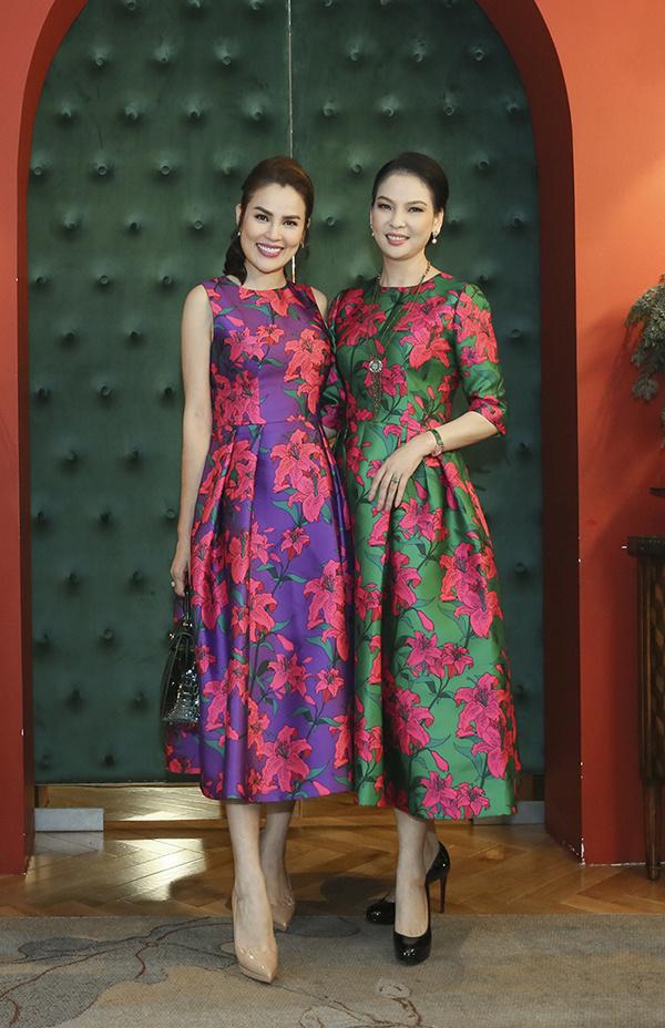 Thủy Hương, Diễm My mặc váy hoa sặc sỡ ở tuổi ngũ tuần