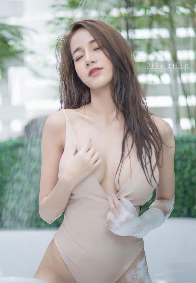 Hoa mắt vì áo tắm hở hiểm hóc của thiếu nữ khắp châu Á