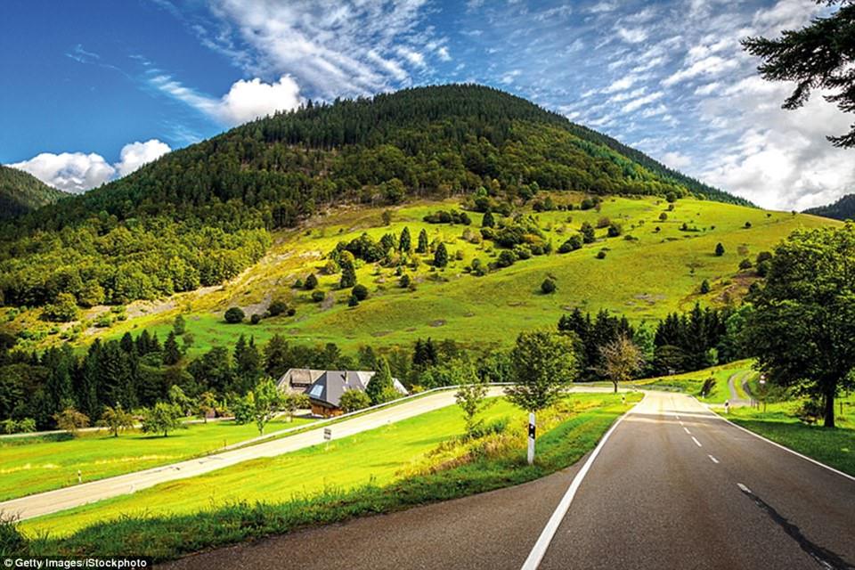 Du ngoạn dọc theo những quãng đường đẹp nhất thế giới