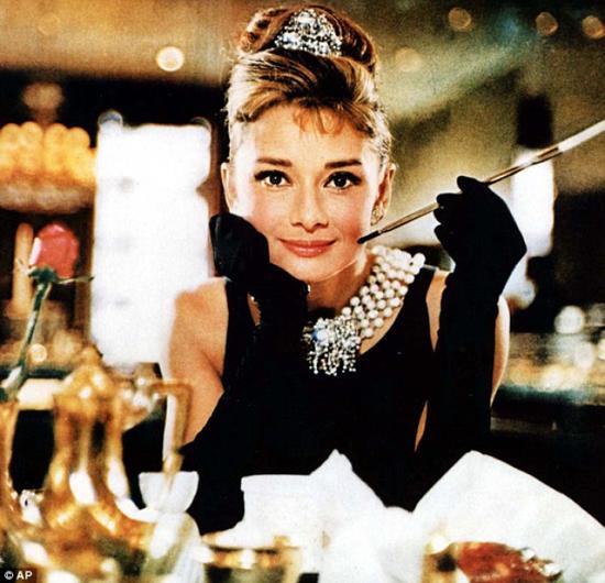 Khoảnh khắc thời trang trứ danh của Audrey Hepburn trên màn ảnh