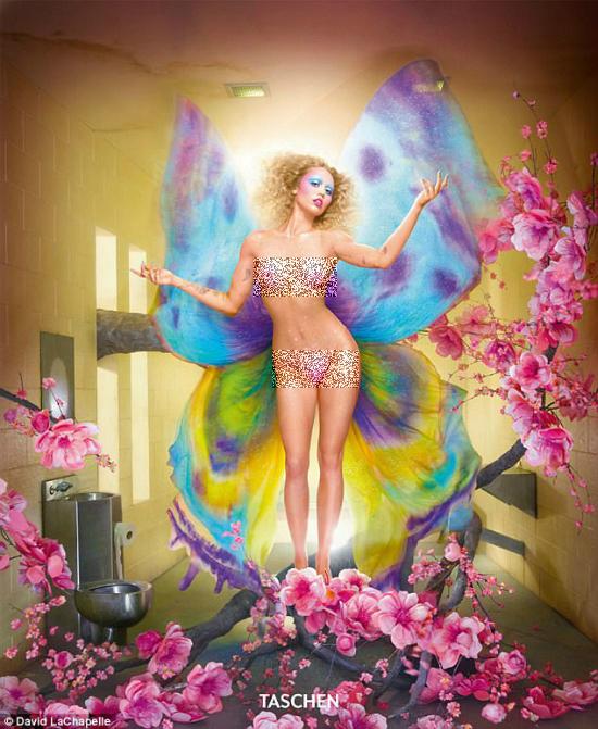 Vừa hứa hẹn sẽ khác xưa, Miley Cyrus lại tiếp tục cởi hết trong bộ ảnh mới