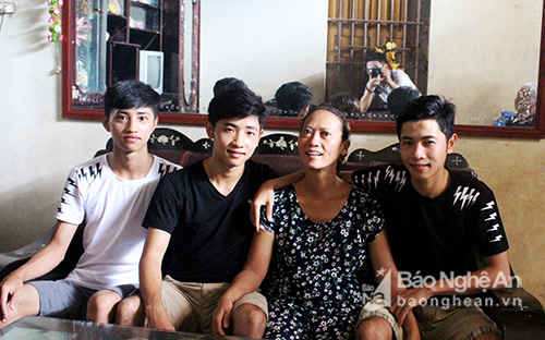 Nghệ An: Kỳ tích ba anh em sinh 3 cùng đậu vào một trường đại học quân sự