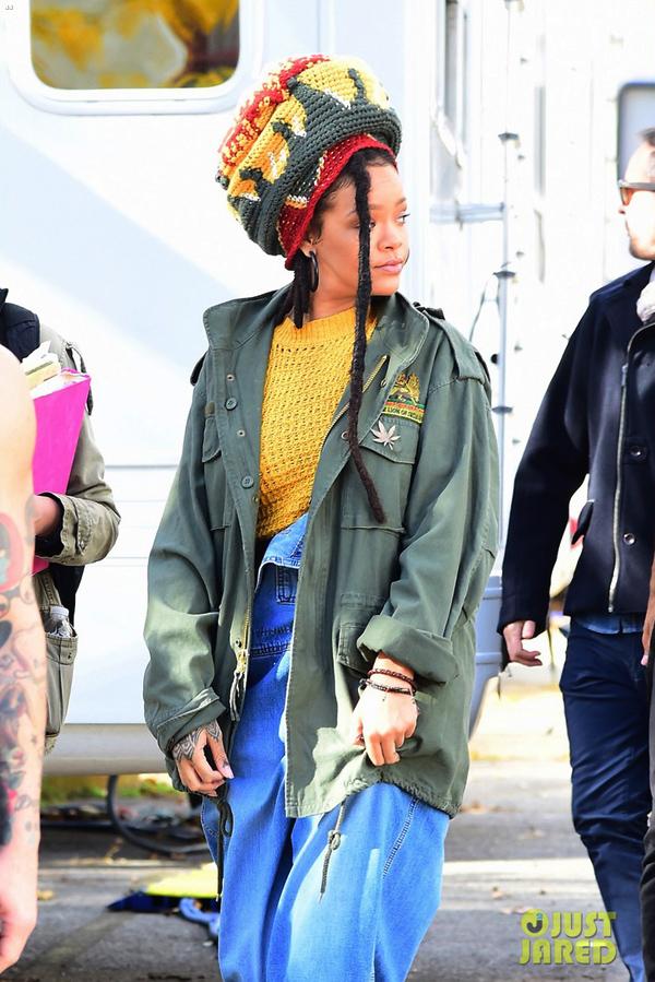 Những bộ trang phục thảm họa của Rihanna