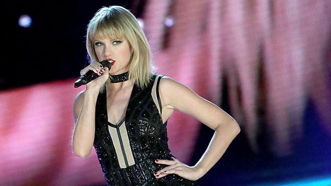 Taylor Swift xô đổ kỷ lục của Adele nhờ MV đá đểu Katy Perry