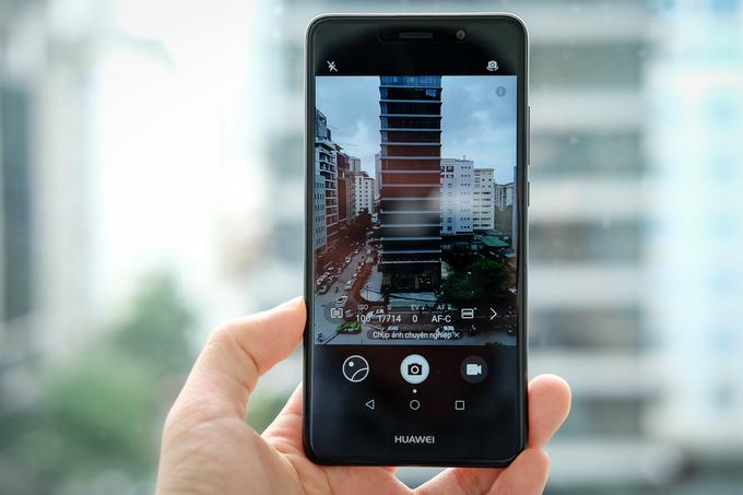 Huawei Y7 Prime thêm bản đen, giá không đổi