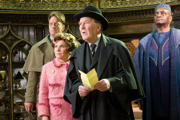 Diễn viên đóng vai Bộ trưởng Bộ Pháp thuật trong Harry Potter qua đời ở tuổi 91