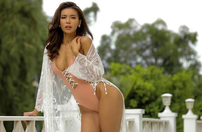 Bỏng mắt với nếp gấp đùi sexy khi mặc bikini của dàn mỹ nữ Việt