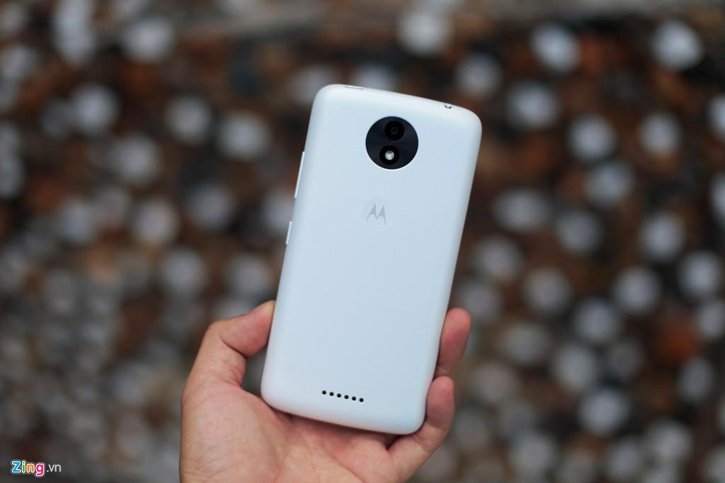 Mở hộp smartphone giá rẻ, pin trâu của Motorola vừa lên kệ