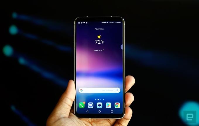 LG V30 thách thức iPhone 8 với màn hình tràn viền