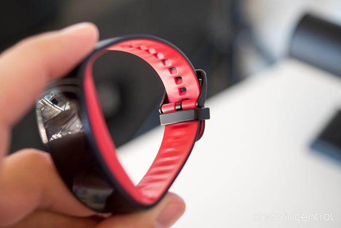 Samsung ra vòng đeo thông minh Gear Fit 2 Pro