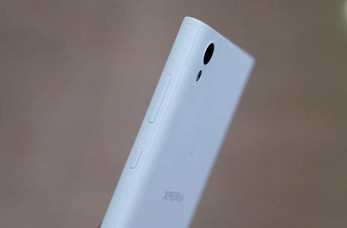 Smartphone 2 sim, giá 4,5 triệu đồng của Sony