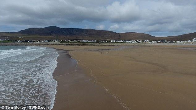 Kinh ngạc bãi biển đột ngột xuất hiện trở lại sau hơn 30 năm mất tích