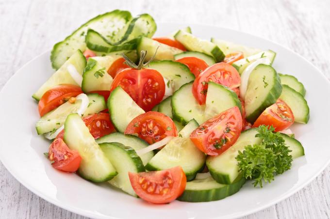 Những thực phẩm kết hợp với cà chua dễ biến thành độc dược