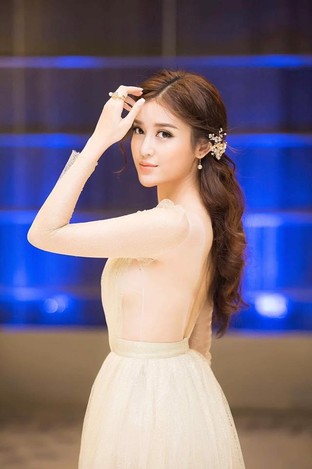 Á hậu Huyền My mặc trong suốt soán ngôi nữ thần của HH Thu Thảo