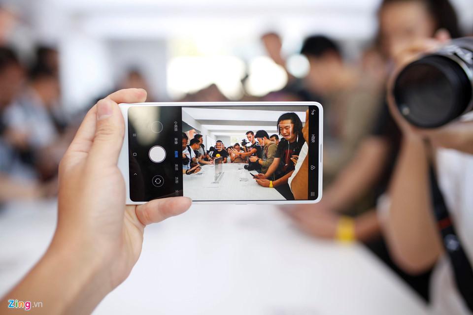 Ảnh Xiaomi Mi Mix 2: Thiết kế không viền, hoàn thiện cao