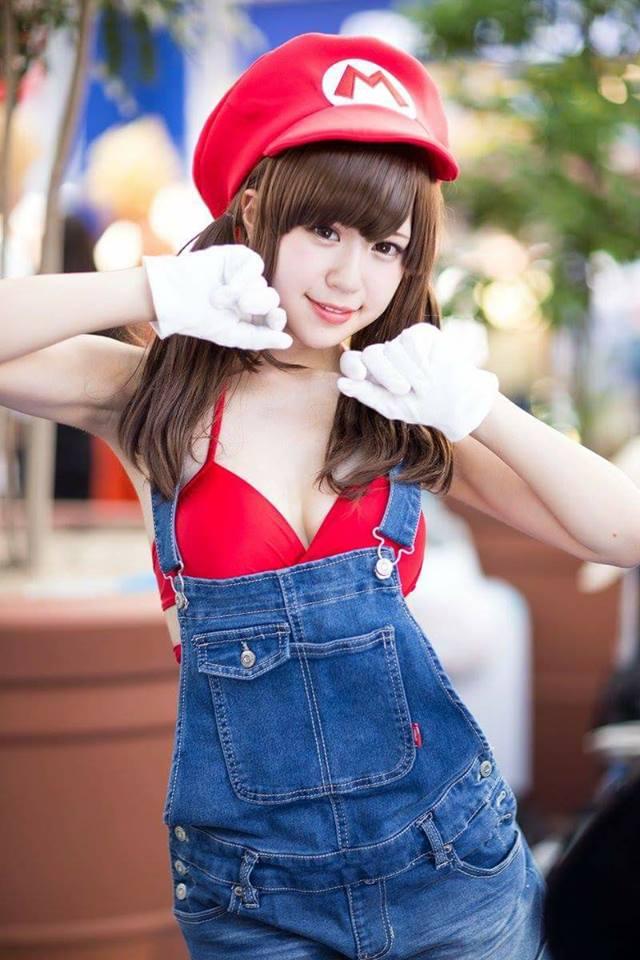 Cosplay nhân vật Mario phiên bản có ngực khiến bạn không khỏi nóng mắt