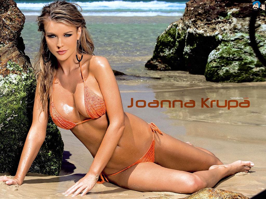 Đôi gò bồng đảo mê người của Joanna Krupa