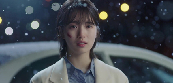 Đóng phim mới với Suzy, Lee Jong Suk không thoát đổ máu, nhảy lầu