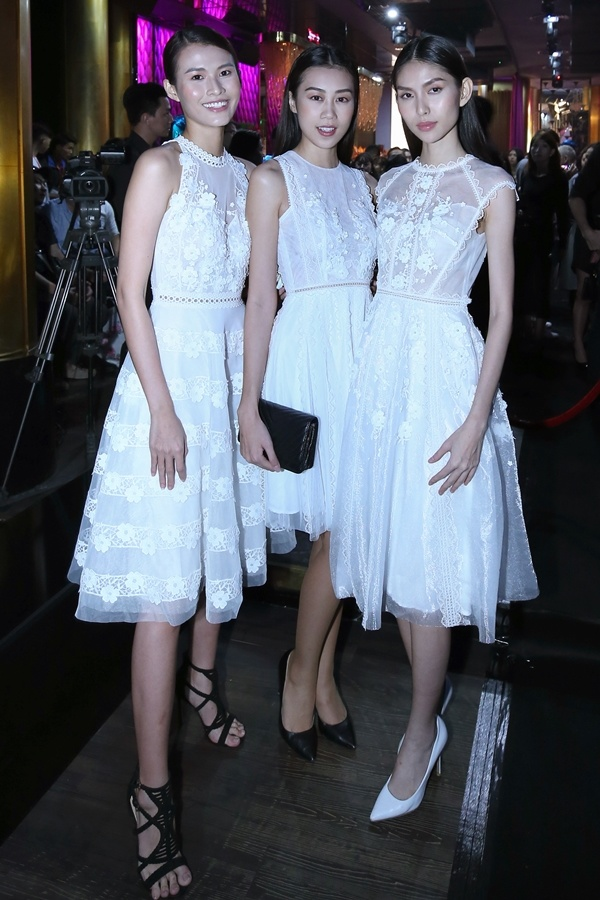 Hoa hậu Thùy Dung theo mốt váy họa tiết hình học