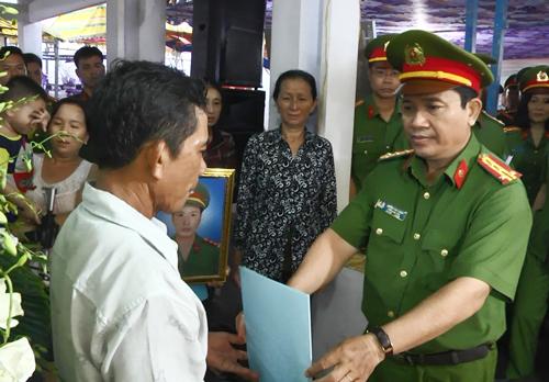 Nhang muỗi gây cháy nhà, thượng úy cảnh sát TP HCM hy sinh