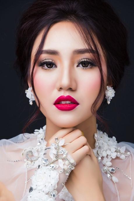 So kè độ quyến rũ của các cặp chị em hoa hậu á hậu showbiz Việt