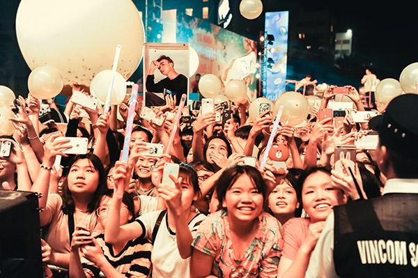 Soobin đón sinh nhật ngay trên sân khấu cùng hàng nghìn fan reo hò