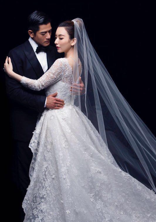 Vợ đẹp kém 22 tuổi của Thiên Vương Quách Phú Thành quá khêu gợi, nuột nà