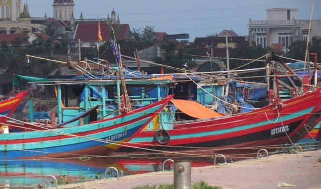 Bão số 10: Hà Tĩnh còn gần 2.000 tàu đang hoạt động trên biển