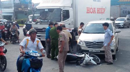 Cha gặp tai nạn, con kêu gọi nhiều người đến hành hung tài xế ô tô