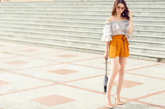 Jolie Nguyễn gợi ý diện đồ xuống phố đầu thu