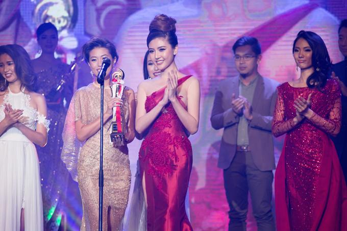 Ngọc Duyên diện váy xẻ cao đi chấm thi Miss Grand Japan 2017