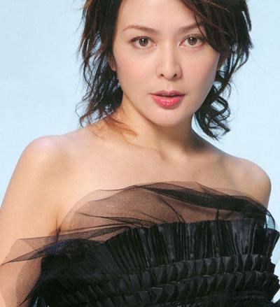 Người đẹp Hong Kong tai tiếng với bao cuộc tình gây bão vẫn đẹp xuất sắc ở tuổi 55