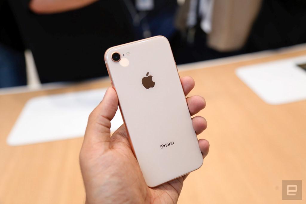 Thực tế iPhone 8, 8 Plus: Đòn bẩy để bán iPhone X?