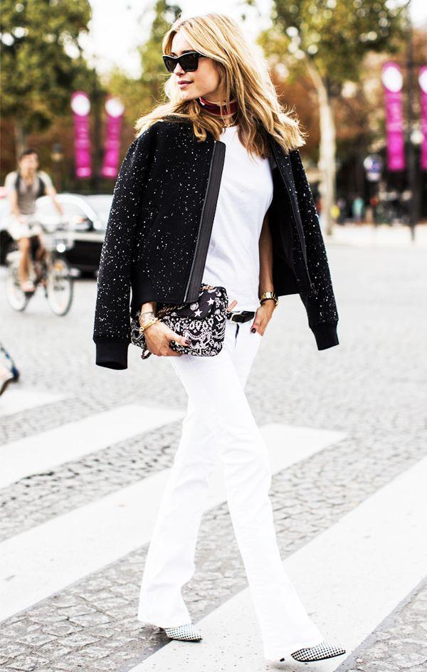 13 cách mặc lại áo thun trắng mùa hè khi chuyển thu
