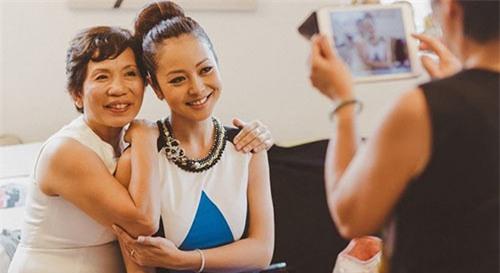 4 bà mẹ chồng giàu, hét ra lửa nhưng thân thiện với mỹ nhân Việt