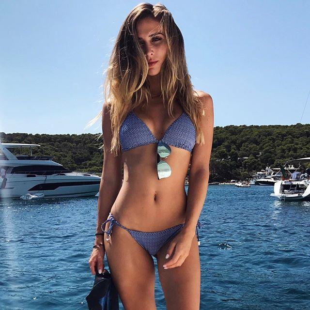 Bồ Mario Gotze tung loạt ảnh bikini mới coóng nóng rát mắt