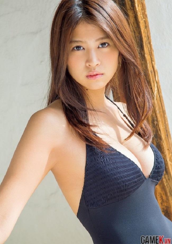 Hình thể hấp dẫn của mẫu Nhật từng gây xôn xao với ảnh áo tắm nude