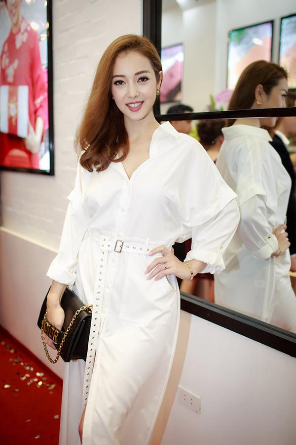Jennifer Phạm rạng rỡ bên Quang Dũng