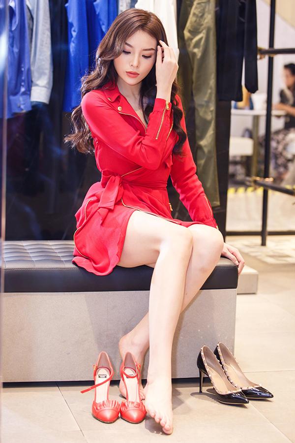 Kỳ Duyên chọn trang phục chuẩn bị tham dự Milan Fashion Week