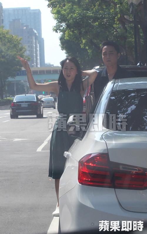 Hoàng tử ếch Minh Đạo lộ ảnh hẹn hò bạn gái