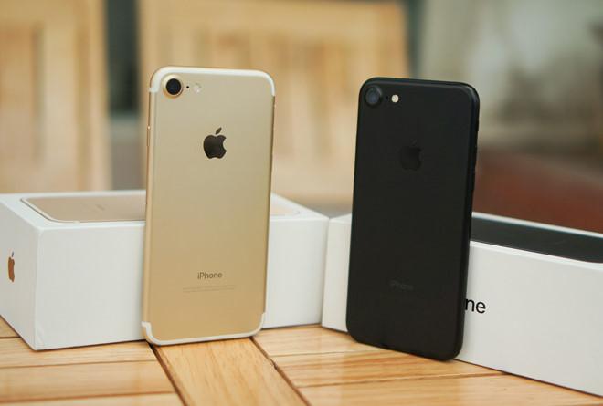 iPhone 8 sắp về Việt Nam, người dùng rủ nhau mua iPhone 7
