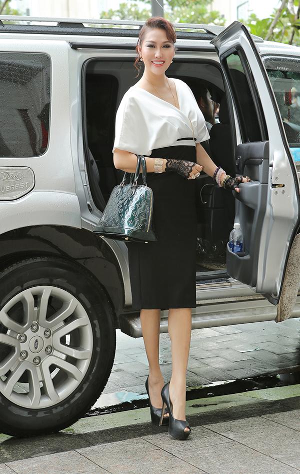Phi Thanh Vân được khen xinh tươi khi mặc kín đáo đi sự kiện