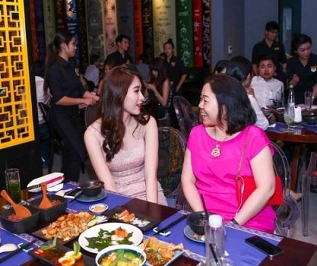 Quan hệ giữa mẹ chồng và nàng dâu Hà Tăng chưa là gì nếu so với những sao Việt này
