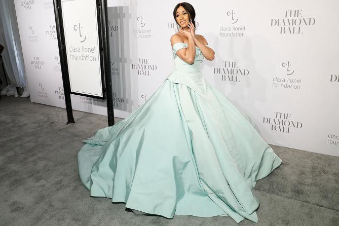 Diện váy Lọ Lem trên thảm đỏ, xu hướng giúp sao Hollywood thêm nổi bật