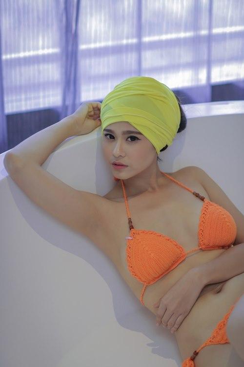 Trương Quỳnh Anh tự tin khoe 3 vòng tròn đầy nóng bỏng với nội y
