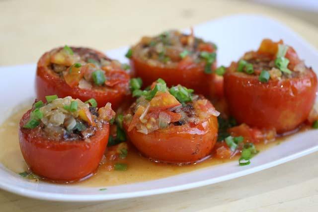 [Chế biến] - Làm cà chua nhồi thịt lợn sốt nóng hổi cho ngày mưa