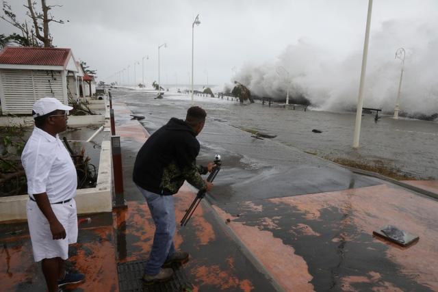 Siêu bão lịch sử tiếp tục càn quét Caribe