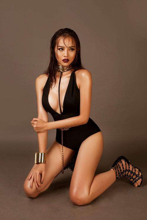 Choáng với áo tắm mặc như không của nàng hoa hậu Việt úp mở lấy đại gia