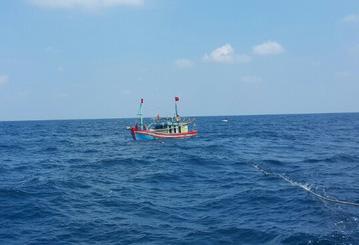 Tìm kiếm khẩn cấp 11 ngư dân đột ngột mất liên lạc trên biển